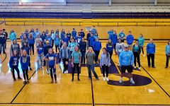 Potosi High Schoolers wearing blue to prevent bullying.